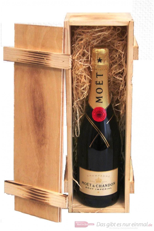 Moet & Chandon Brut Impérial Champagner in Holzkiste geflammt 12% 0,75l Flasche
