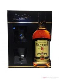 Bacardi Ron 8 Anos in Geschenkverpackung mit 2 Gläsern Rum 0,7l